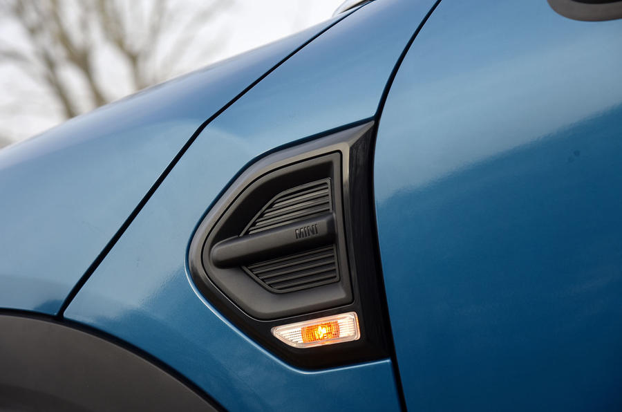 Mini Countryman side scuttles