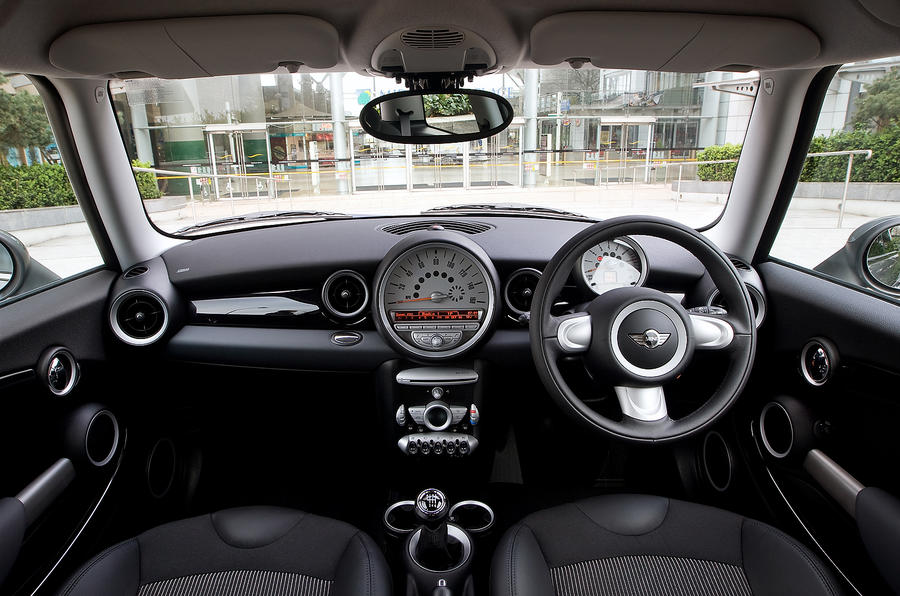 ... Mini Hatch Dashboard ...