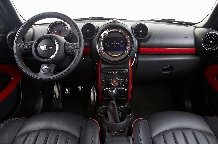 Mini Paceman JCW dashboard