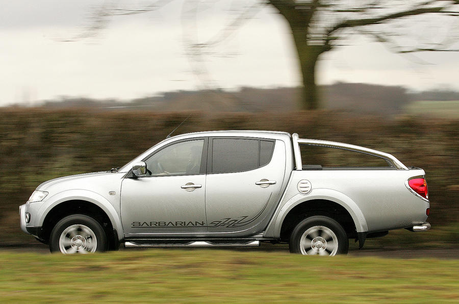 Mitsubishi L200 side profile