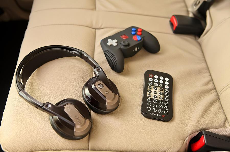Mitsubishi Shogun entertainment gadgets