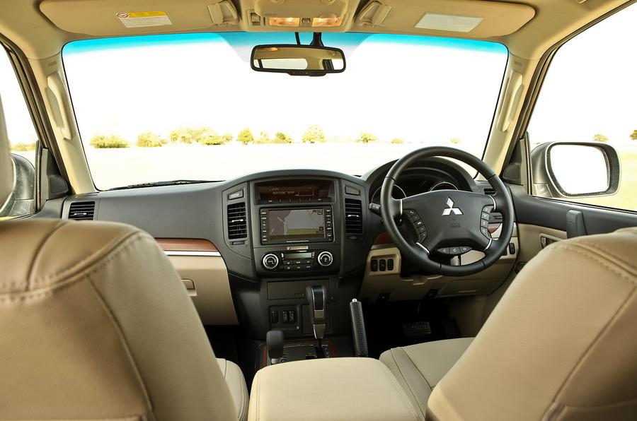 Mitsubishi Shogun front seats