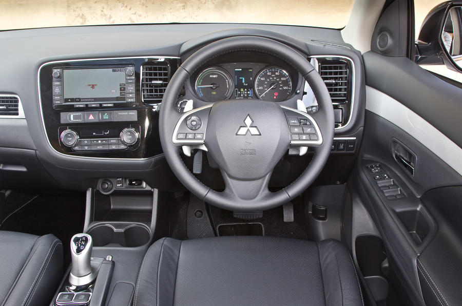 mitsubishi outlander phev 2012 2015 interior autocar. Black Bedroom Furniture Sets. Home Design Ideas