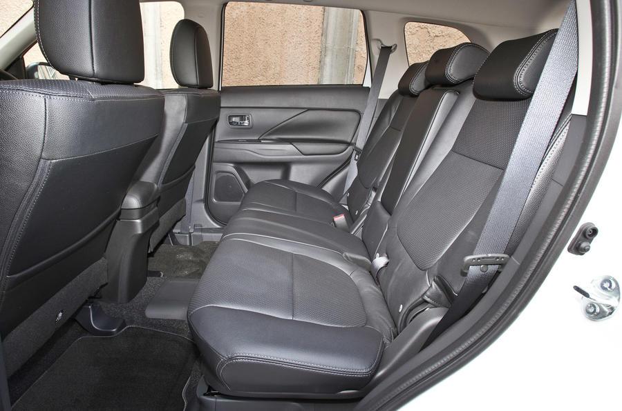 Mitsubishi Outlander Phev 2012 2015 Ride Amp Handling Autocar