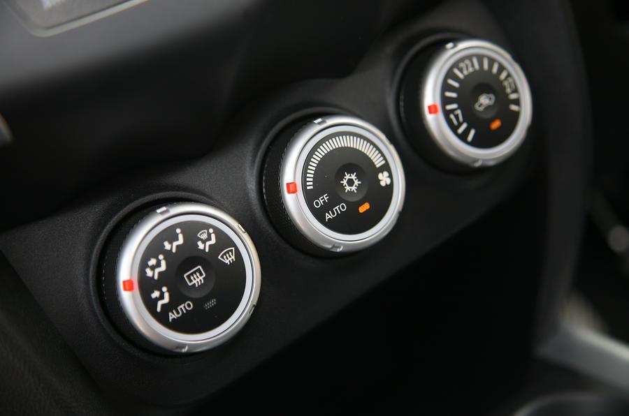 Mitsubishi ASX switchgear
