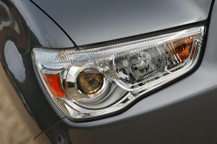 Mitsubishi ASX xenon headlights