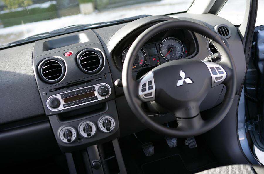 Mitsubishi Colt dashboard