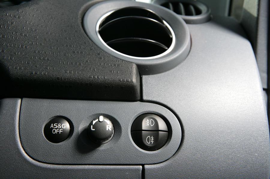 Mitsubishi Colt switchgear