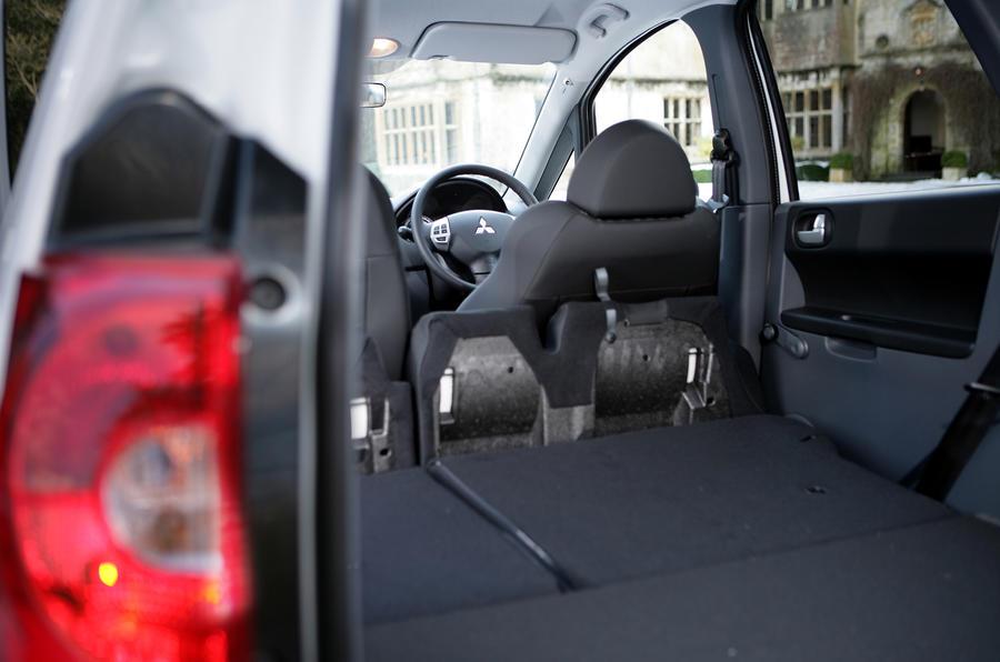 Mitsubishi Colt rear space