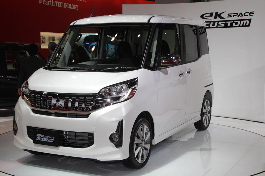 Mitsubishi GC-PHEV concept shown