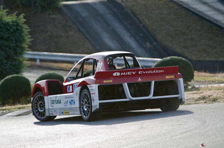Mitsubishi iMiEV Evo rear cornering