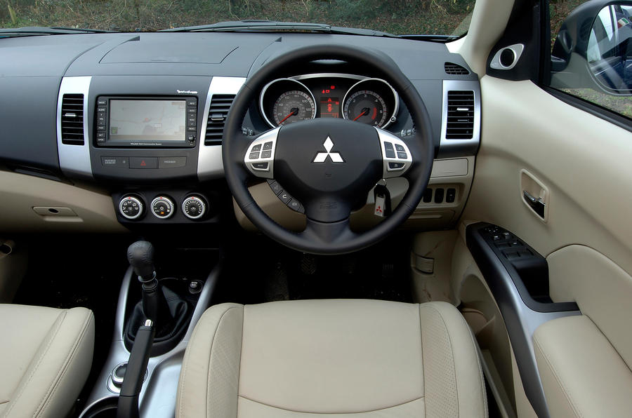 Mitsubishi Outlander 2007 2012 Interior Autocar