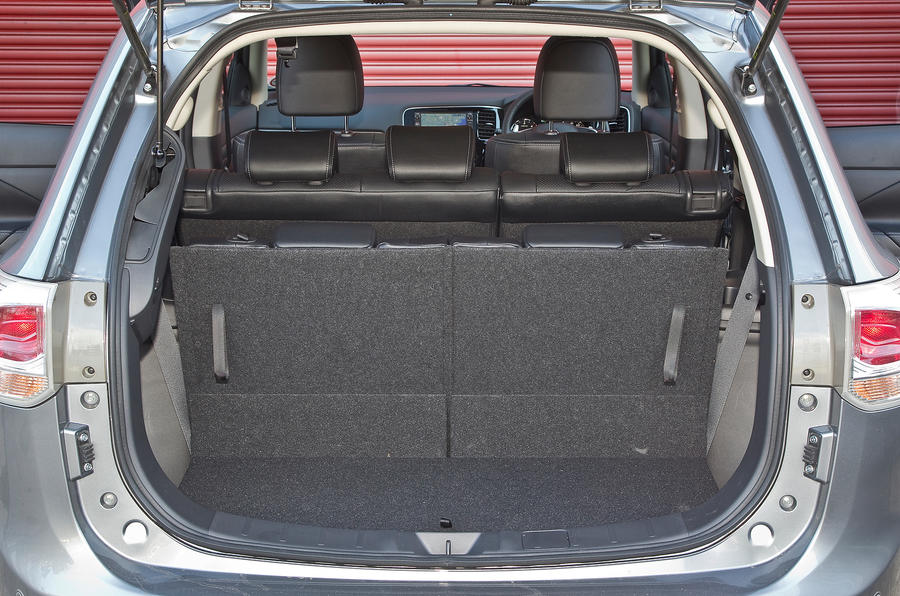 Mitsubishi Outlander boot space