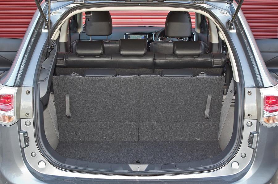 Mitsubishi Outlander boot space