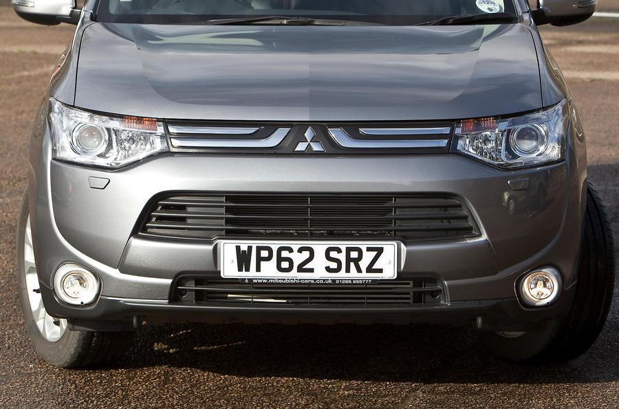 Mitsubishi Outlander front grille