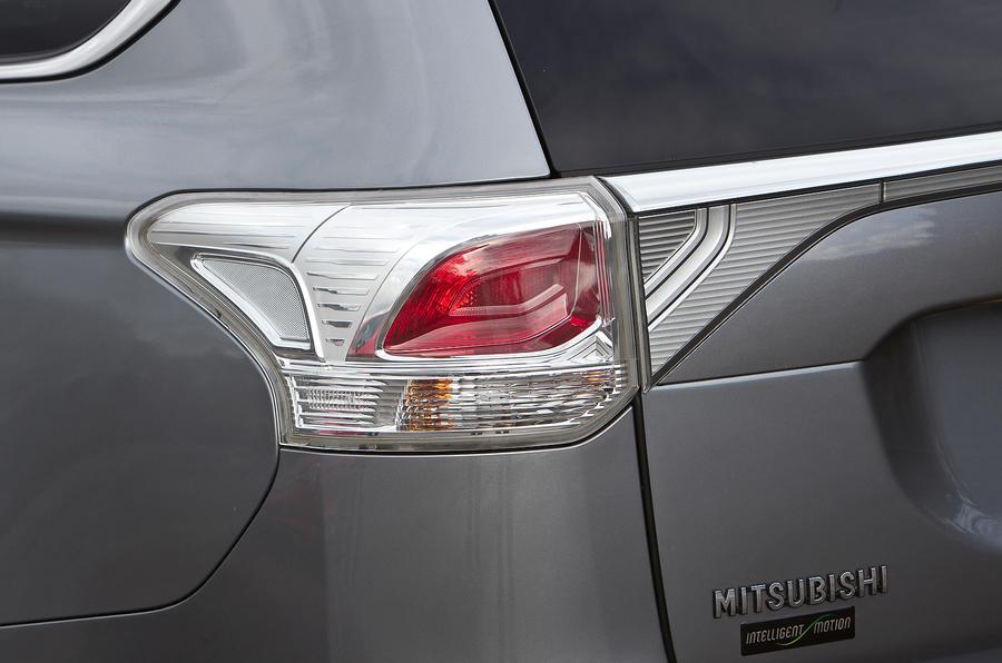 Mitsubishi Outlander tailight