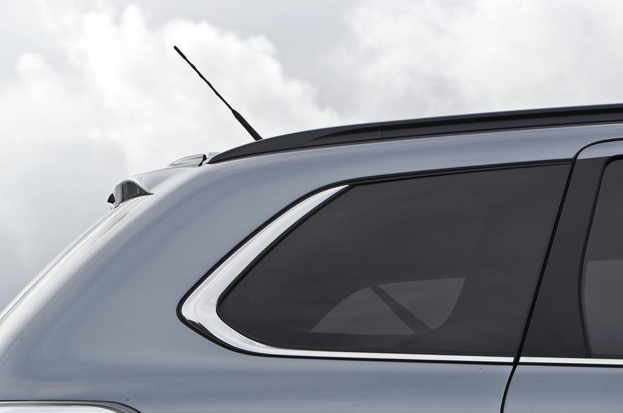 Mitsubishi Outlander rear window