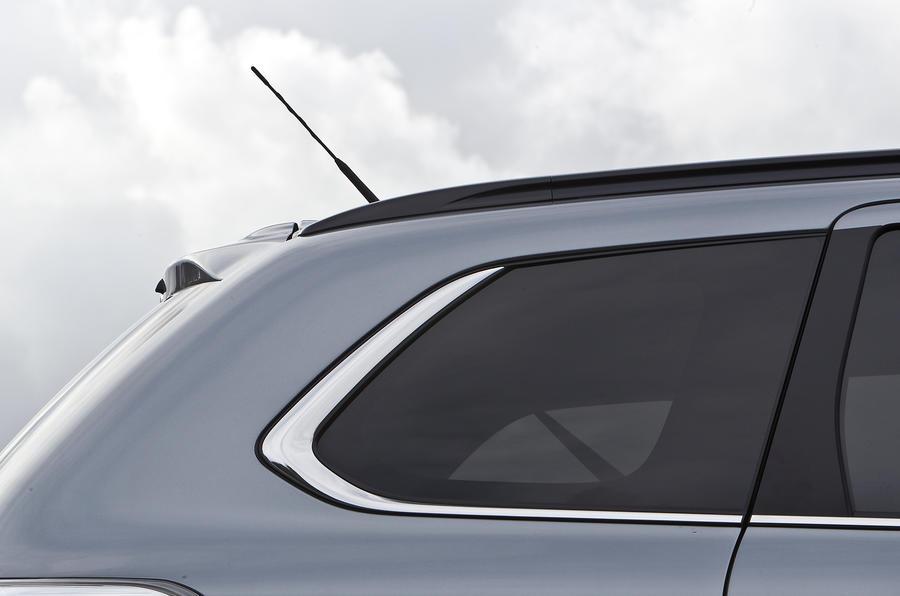 Mitsubishi Outlander rear window