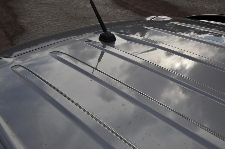 Mitsubishi Outlander corrugated roof