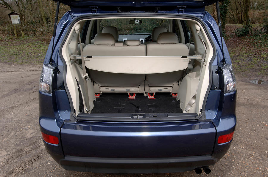 Mitsubishi Outlander rear boot space
