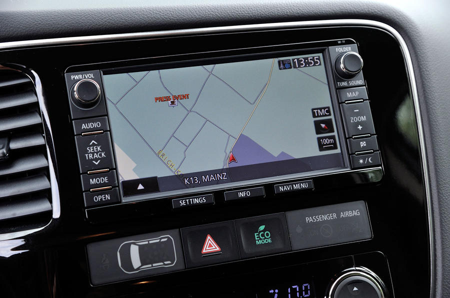 Mitsubishi Outlander infotainment