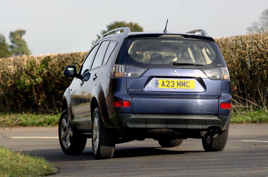 Mitsubishi Outlander rear cornering