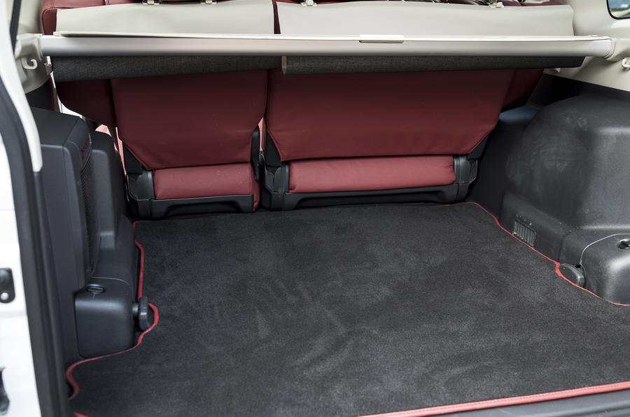 Mitsubishi Shogun boot space