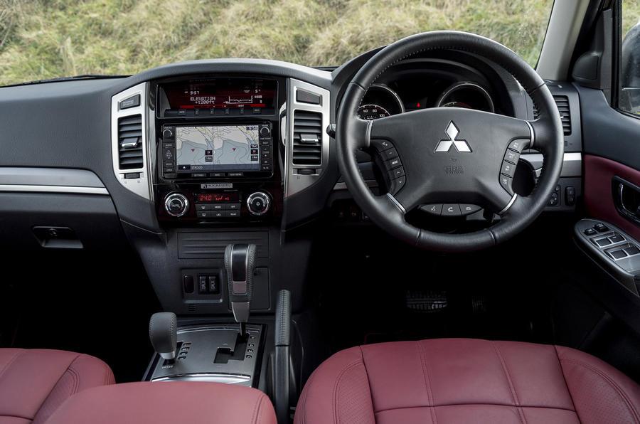 Mitsubishi Shogun dashboard