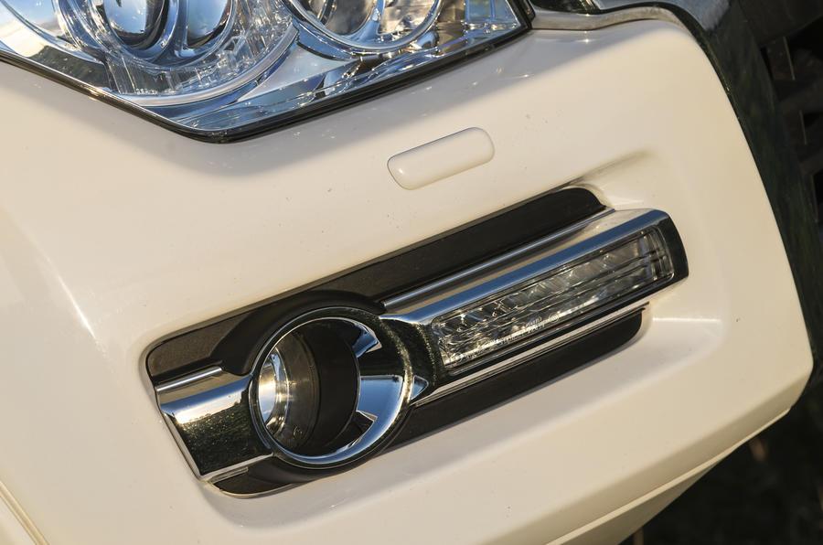 Mitsubishi Shogun foglights