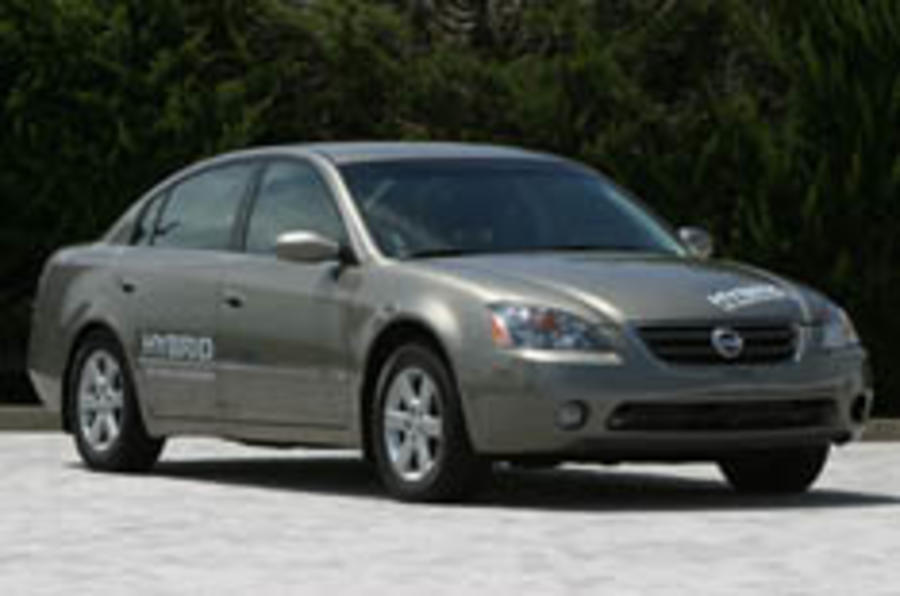 Nissan to launch own hybrid in 2010