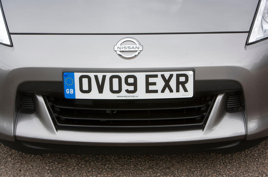 Nissan 370Z front grille