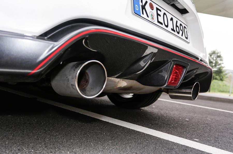 Nissan 370Z Nismo dual exhaust
