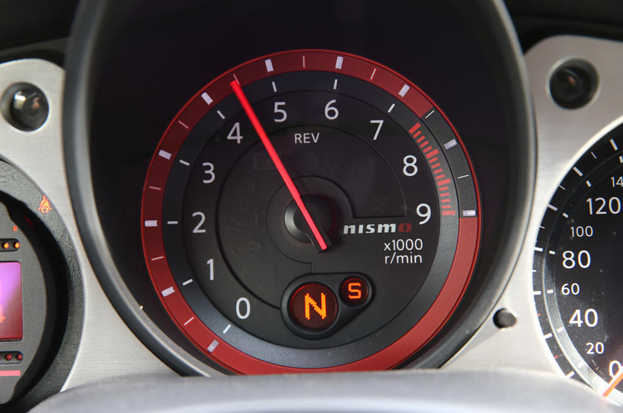 Nissan 370Z Nismo rev counter