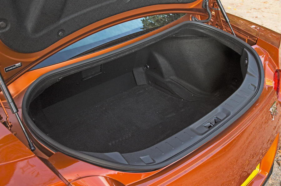 Nissan GT-R boot space