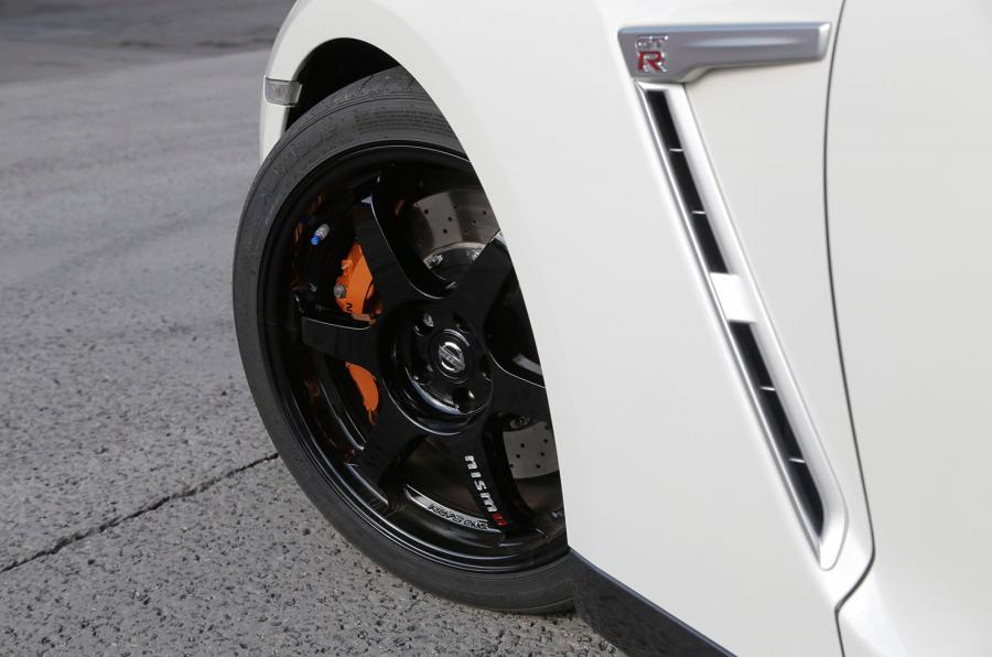 20in Nissan GT-R alloy wheels