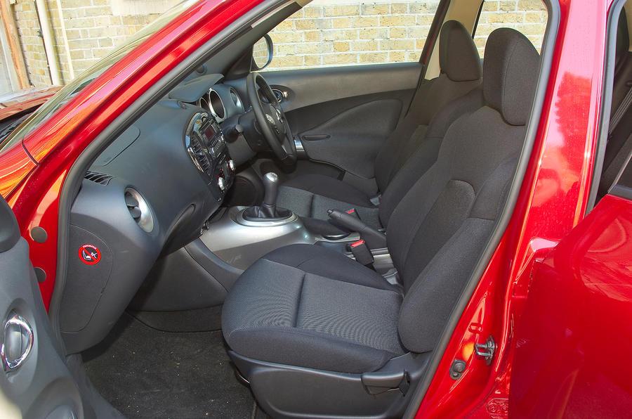 Nissan Juke front seats