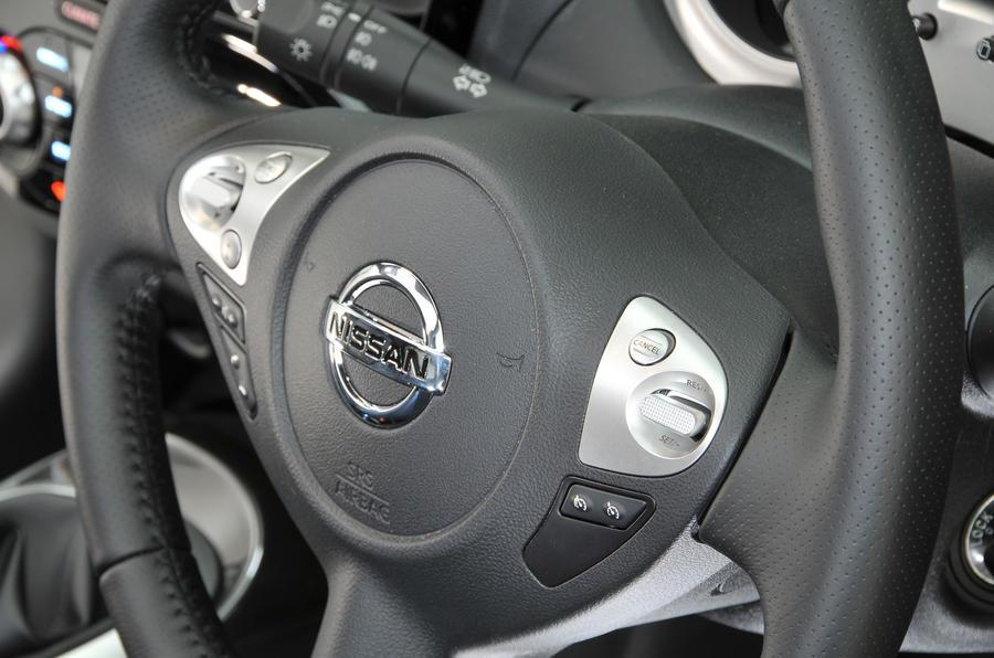 Nissan Juke steering wheel controls