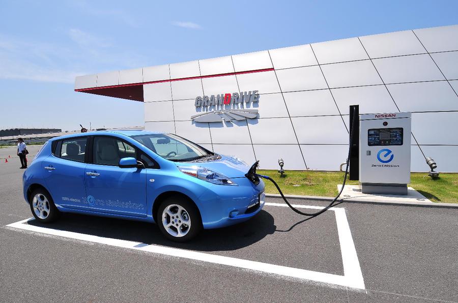 Tesla: 'Nissan Leaf is primitive'