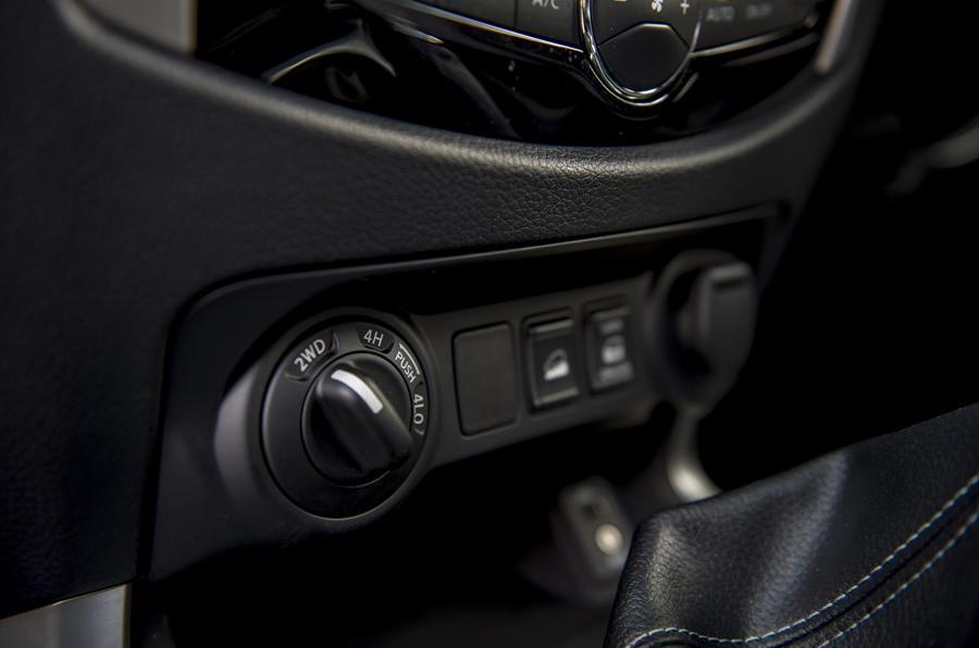 Nissan Navara NP300 four-wheel drive mode