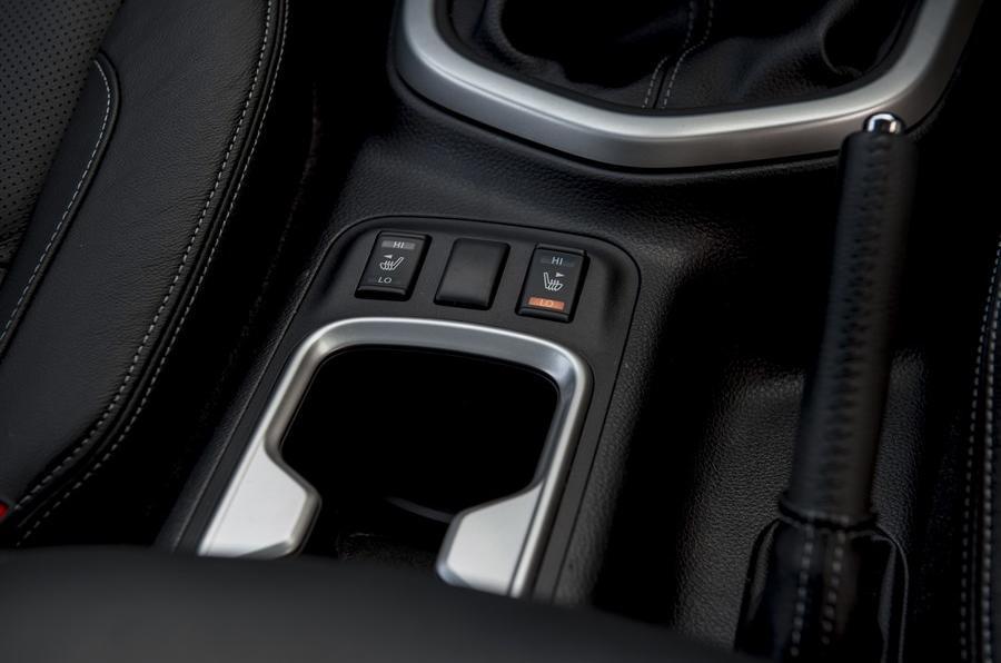 Nissan Navara NP300 heated seats