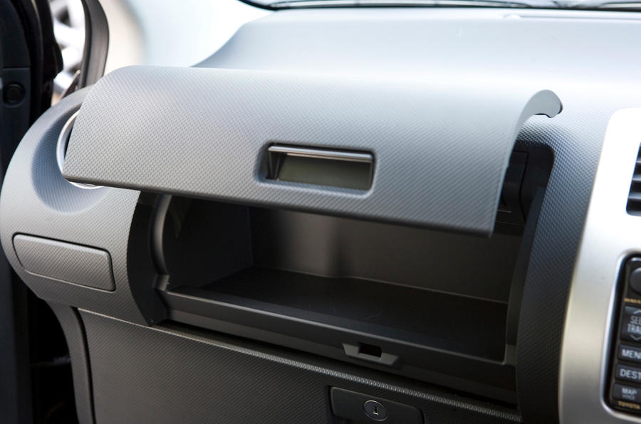 Nissan Note glovebox