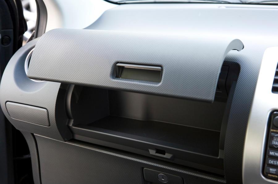 Nissan Note glovebox