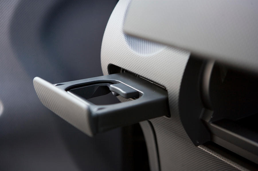 Nissan Note cupholder