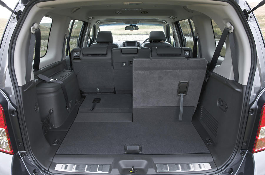 Nissan Pathfinder boot space