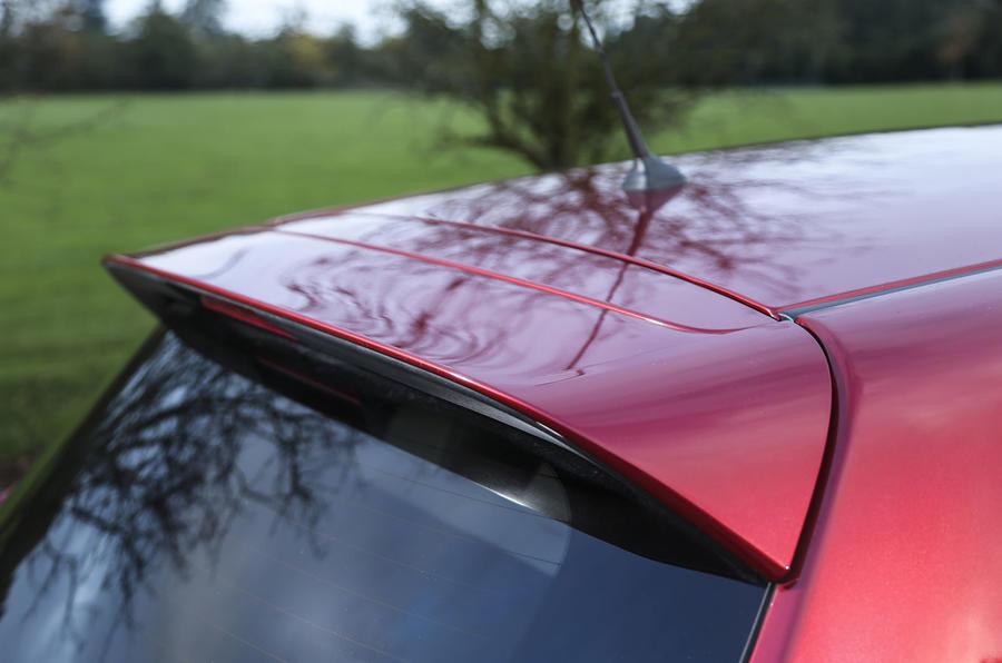 Nissan Pulsar roof spoiler