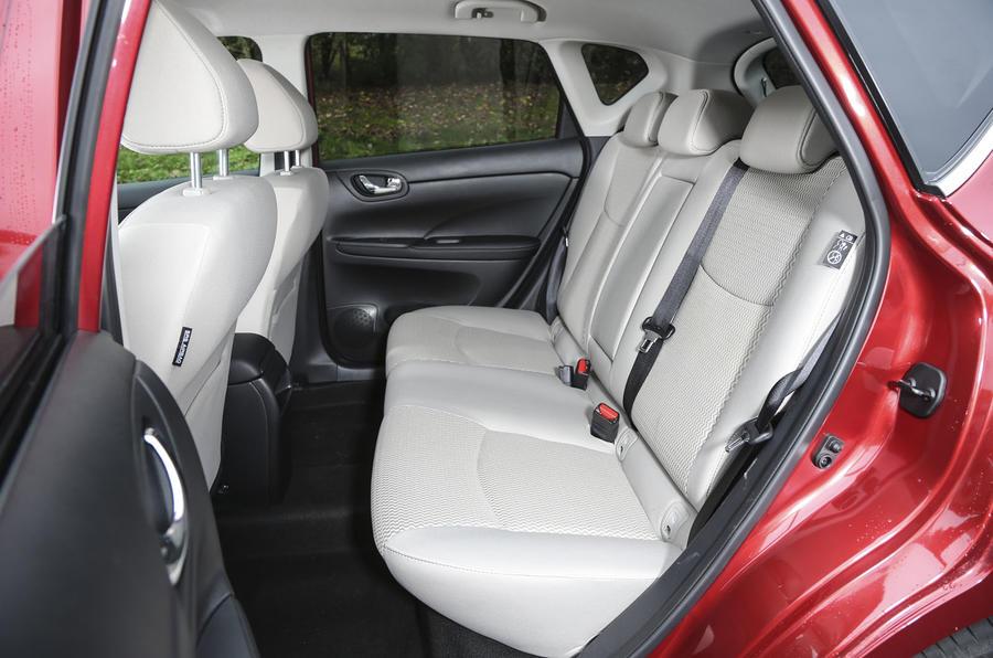 Nissan Pulsar rear seats