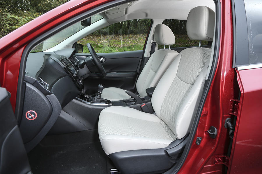 Nissan Pulsar front seats