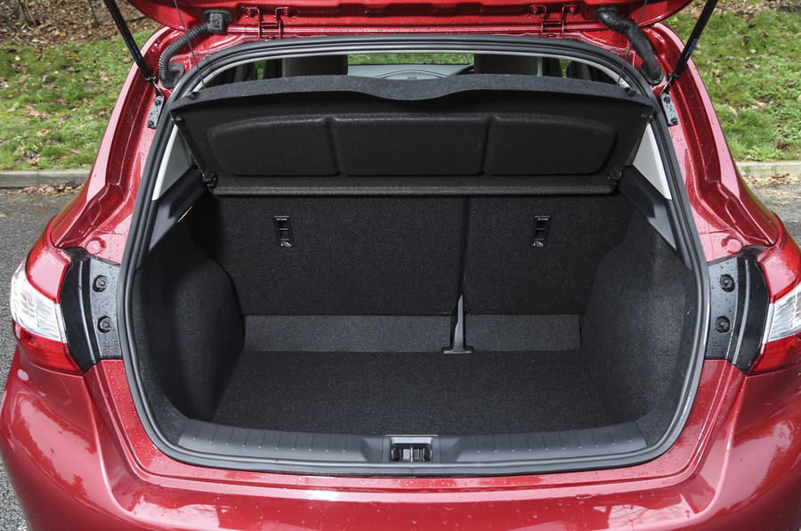 Nissan Pulsar boot space