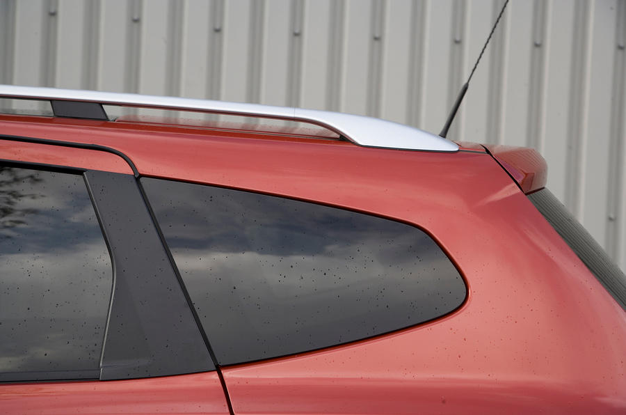Nissan Qashqai rear window