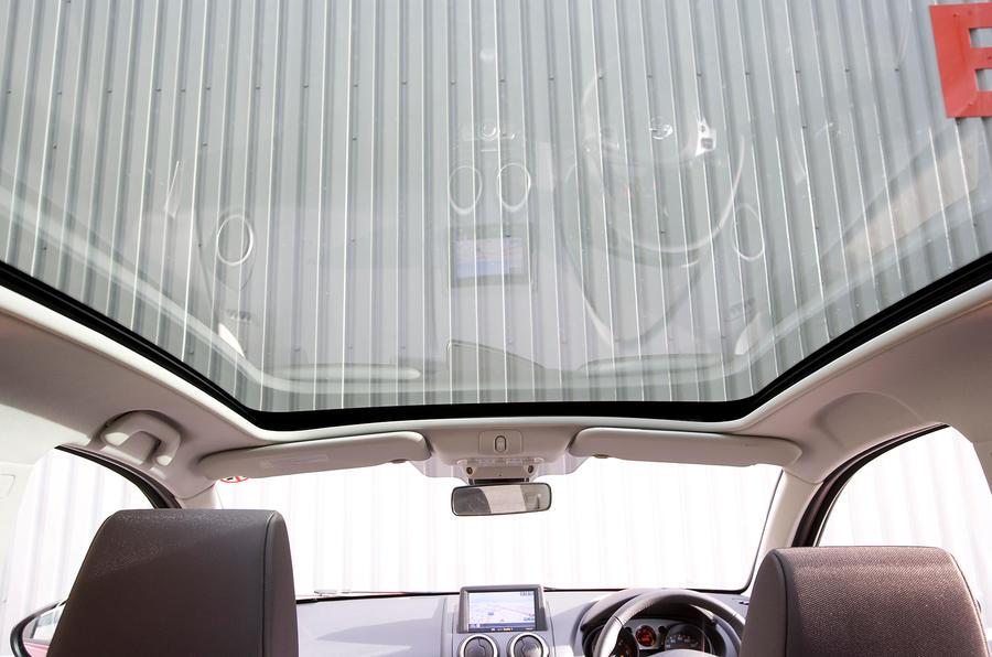 Nissan Qashqai panoramic roof
